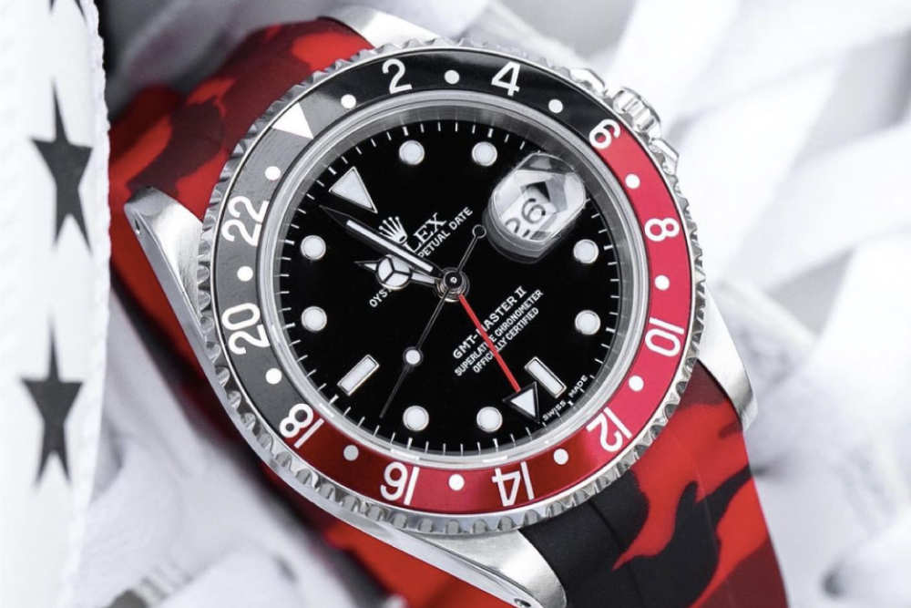 GMT-Master II, Pepsi has a black and red bezel